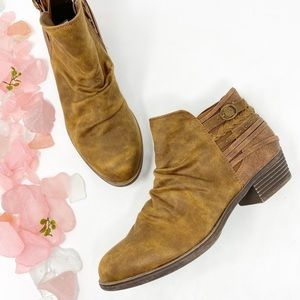 Altar'd State Distressed Stud Ankle Boots New 8.5